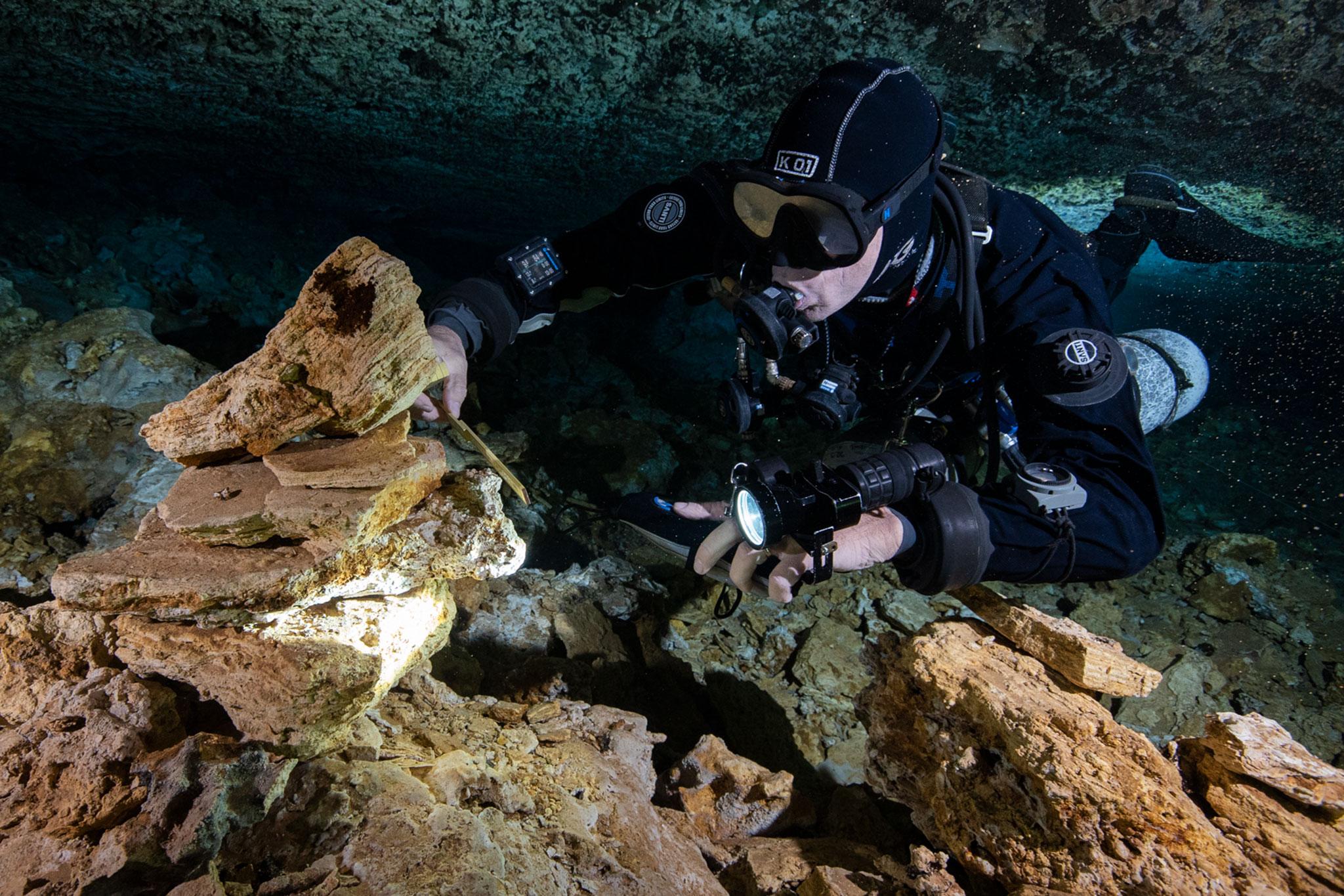 Una miniera di 11.000 anni trovata in una grotta sottomarina sorprende gli archeologi
